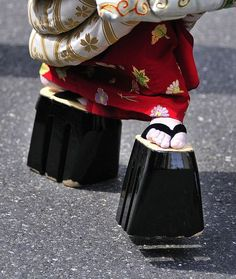 pictures of japanese geta | Mitsu-ashi geta, by ajpscs, via Flickr japanese gueisha traditional ...