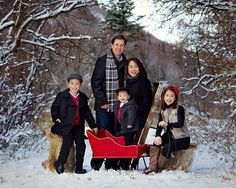 I would love to have one similar to this. Of course we need to get snow that lasts longer than a few hours. Family photo poses found at highlitephotography.com