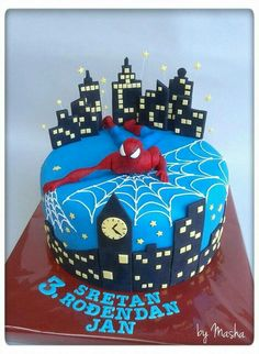 Spiderman skyline cake