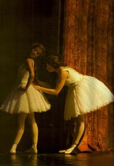 Find images and videos about ballet, ballerina and Phantom of the Opera on We Heart It - the app to get lost in what you love. Ballet Poses, Ballet Art, Ballet Dancers, Ballet Photography, Photography Poses, Alonzo King, Tiny Dancer, Ballet Beautiful, Dance Photos