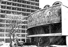 """El comenzar a trabajar en el mural """"La Conquista de la Energía"""", de José Chávez Morado en el exterior del auditorio de la Facultad de Ciencias durante el período de construcción. 1951 UNAM, Ciudad Universitaria, México DF   Arqs. Raúl Cacho, Eugenio Peschard y Félix Sánchez -  The beginning work on the mural 'The Conquest of Energy"""" by Jose Chavez Morado on the exterior of the auditorium for the Faculty of Science building under construction.  1951 UNAM, Cuidad Universitaria, Mexico City"""