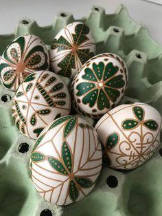 Egyszemmazsola: 2018 első darabjai Easter Egg Crafts, Easter Art, Easter Egg Designs, Ukrainian Easter Eggs, Diy Ostern, Easter 2021, Creation Deco, Egg Art, Egg Decorating