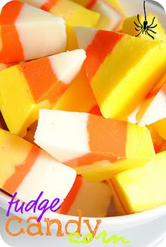 Candy Corn Fudge and 32 Creepy Halloween Food & Treats Cute Halloween Treats, Creepy Halloween Food, Fete Halloween, Halloween Goodies, Halloween Food For Party, Halloween Desserts, Halloween Recipe, Spooky Treats, Halloween Ideas