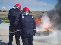Práctica con extintor sobre materia líquida