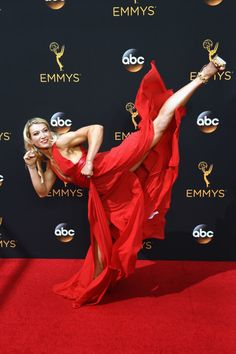"""rejectedprincesses: """"veronicaneptunes: """"Stunt Women, Jessie Graff, owning the Emmys red carpet ❤ ❤ """" In case you missed it – this is American Ninja Warrior champion Jessie Graff (previously covered. Jessie Graff, Fighter Girl, Guerrero Ninja, Stunt Woman, Ju Jitsu, Ice T, Martial Arts Women, The Emmys, Dynamic Poses"""