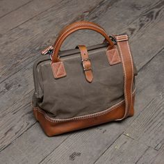 """It holds a 6 pack! sweet! This might be my perfectest purse ever.    Image of Wood Northwesterner 12"""" Tan on Tan"""