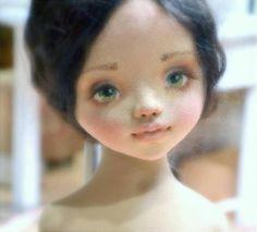 Елена Негороженко живет и творит в Иркутске, создавая текстильных кукол для украшения интерьера. Мастер создает свои игрушки уникальными, поэтому ее «неженок», как она с любовью называет …