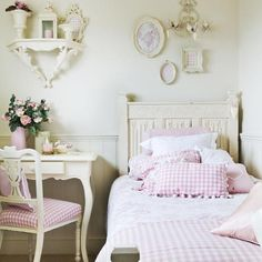 Gingham pink in a wonderful romantic decorated room - a lot of white and pink, a bit of cream an a tiny shabby chic air.