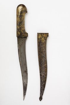 Persian pesh kabz (recurved dagger),  Watered steel dagger blade, chiseled and engraved, the steel hilt chiseled and engraved in the form of a parrot's head, with stylised eyes, the scabbard chiseled and engraved with birds and flowers. [Sheath] Length: 30 cm  [Dagger] Length: 42.5 cm