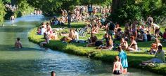 In München strömten die Menschen in den Englischen Garten, um sich in die Sonne zu legen. Am Donnerstag stieg das Thermometer in Teilen Deutschlands bis auf 38 Grad.