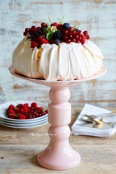 Pavlova, Sweet Desserts, Meringue, Sweets, Cooking, Cake, Avengers, Polish, Classic