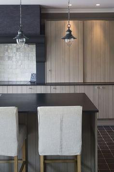 Wood panelled doors & calm / neutral colour scheme