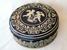 Old dutch cookie tin My Childhood Friend, My Childhood Memories, Sweet Memories, Dutch Cookies, Childhood's End, Good Old Times, Antique Boxes, Vintage Tins, Tin Boxes