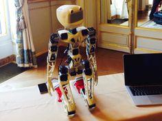 El presidente de la República Francesa, François Hollande, recibió en el palacio del Elíseo a Pierre-Yves Oudeyer, director del laboratorio Flowers (INRIA de Burdeos) y creador de Poppy, el robot humanoide fabricado a partir de elementos creados mediante impresión 3D. Hollande tuvo la oportunidad de conocer personalmente las posibilidades y aplicaciones del robot en el marco del evento Frenc Tech, celebrado en toda Francia en apoyo del desarrollo de la economía digital.