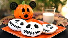 These fall recipes from Disneyland are perfect for Halloween and fall! Enjoy Pumpkin beignets Disneyland recipe and Jack Skellington cookies! Disney Halloween, Halloween Icons, Halloween Season, Scary Halloween, Halloween Stuff, Halloween Makeup, Happy Halloween, Halloween Cookies, Halloween Treats