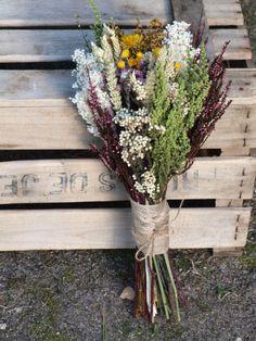 ramo de novia silvestre Archivos - Flores en el columpio Civil Wedding, Fall Wedding, Rustic Wedding, Small Plants, Bride Bouquets, Bridal Flowers, Dried Flowers, Floral Arrangements, Beautiful Flowers