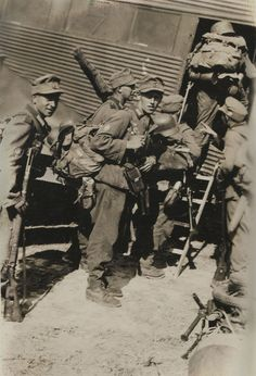 German paratroopers Boarding for Crete - 1941                                                                                                                                                     Mehr