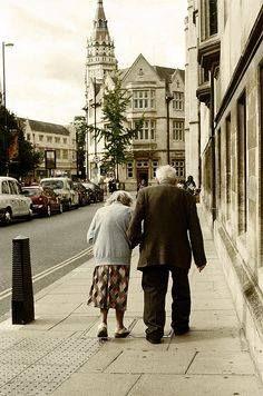 Nei gesti più semplici si nasconde l'amore più grande. Anonimo