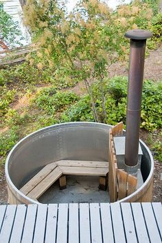 Rustic Hot Tub Luxury off grid living Rustic Hot Tubs, Off Grid Homestead, Outdoor Baths, Outdoor Living, Outdoor Decor, Off The Grid, Cabins In The Woods, Outdoor Projects, Sustainable Living