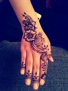 Simple Arab Henna Design ... for Eid! | Artist: Adina Siddique