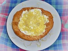lángos, ami sokkal jobb, mint a strandos Hungarian Recipes, Hungarian Food, Hummus, New Recipes, Bakery, Pie, Bread, Cheese, Breakfast
