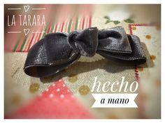 Moña de terciopelo para niña hecha a mano. Se hacen por encargo en más colores y envíos a toda España