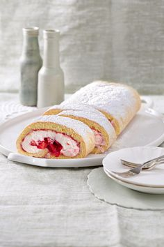 Swiss roll with strawberry filling - Erdbeer-Rezepte - Cooking Cake Strawberry Filling, Strawberry Recipes, Sweet Recipes, Cake Recipes, German Baking, Vegan Cinnamon Rolls, Cooking Cake, Cake & Co, Specialty Cakes