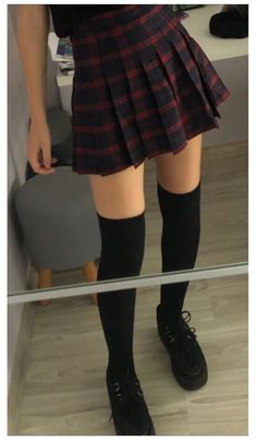 Knee High Socks Outfit, High Socks Outfits, Edgy Outfits, Mode Outfits, Cute Casual Outfits, Grunge Outfits, Skirt Outfits, Fashion Outfits, Aesthetic Fashion