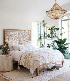 61 ideas apartment interior bedroom boho chic for 2019 Coastal Master Bedroom, Bohemian Bedroom Decor, Bohemian Room, Bohemian Style, Bedroom Bed, Boho Chic Bedding, White Bohemian, Hippie Style, Bed Room