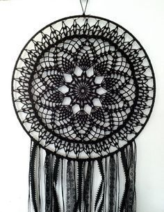 Magia negra BOHO Dreamcatcher ~ ganchillo tapete, encajes, plumas