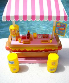 LOVED my Barbie Hot Dog Stand! I can still remember the day my Lil Pop gave it to me :)