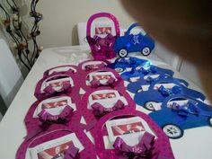 KARNE KAPLIKLARI (ÇAKIROĞLU KIRTASİYE): 3 BOYUTLU KARNE KILIFLARI Birthday Candles, Gift Wrapping, Cake, Gifts, Gift Wrapping Paper, Pie, Favors, Kuchen, Cakes