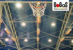 GoGaS Hellstrahler KMI: Für eine gleichmäßige Beheizung der Sporthallenfläche. Weitere Informationen erhalten Sie unter www.infrarot-heizstrahler.de oder unter www.gasstrahler.de.