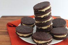 Raw Oreo Cookies from The Healthy Maven. #vegan