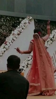 Indian Wedding Songs, Best Wedding Dance, Wedding Dance Video, Wedding Videos, Bridal Songs, Bride Entry, Beautiful Girl Dance, Wedding Lehenga Designs, Indian Bridal Outfits