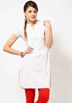 Folklore offers a white coloured kurta for women. Made of 100% cotton, this regular-fit kurta is knee length, has short sleeves and a mandarin collar.