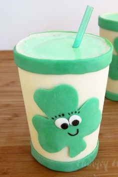 St Patrick's Day Party - Make Smiling Shamrock Shakes in Edible Cups! / Hungry Happenings