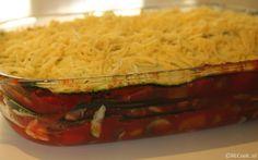 Heerlijke courgette lasagne met veel groenten & gerookte kip. Lasagne zonder pasta. De lasagnebladen zijn vervangen door plakken courgette.