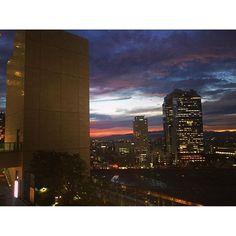 Instagram【haana71】さんの写真をピンしています。 《. . 君の言葉は 僕の全てになってゆく . . 僕の想いは 空に溶けて消えてった . . . 今日はこれから打ち合わせ😊💕 . . #sky#空#photo#instadaily#instajapan #ig_japan#instagood#japan#skylovers #color#happy#meeting#夕焼け#そら #cloud#雲#夜景#beautiful#like#f4f》