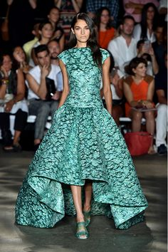 Celebrities who wear, use, or own Christian Siriano Spring 2015 Brocade Gown. Also discover the movies, TV shows, and events associated with Christian Siriano Spring 2015 Brocade Gown. Christian Siriano, Look Fashion, Fashion Show, Fashion Design, Spring Fashion, High Fashion, Beautiful Gowns, Beautiful Outfits, Costumes Bleus