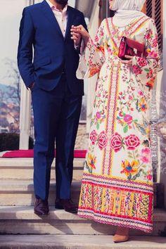 A Vyshyvanka Print Dress Modest Maxi Dress, Midi Shirt Dress, Cape Dress, Modest Outfits, Hijab Dress, Modest Clothing, Hijab Outfit, Islamic Fashion, Muslim Fashion