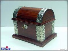 Baúl decorado con estaño, repujado con plantilla. #manualidades #pinacam #estaño #aluminio                                  www.manualidadespinacam.com