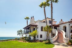 Check out this amazing Luxury Retreats beach property in California - Santa Barbara, with 2 Bedrooms. Browse more photos and read the latest reviews now.