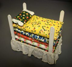 Have to remember to make some of these for the craft show, so adorable!  Princess and the pea.  the foundation is a large matchbox and you store the doll inside.