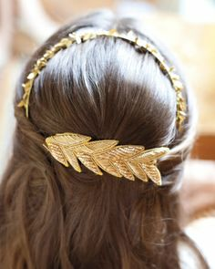 Who said only tiaras can make you feel like a princess? We think this beautiful gold clip will definitely make you look and feel like royalty! Head Accessories, Hair Accessories For Women, Lizzie Hearts, Handmade Headbands, Twist Headband, Hair Dos, Hair Jewelry, Jewellery, Hair And Nails