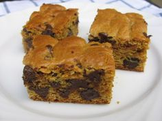 Easy blonde brownies bake up rich and chewy, you'll never guess they are low in fat, 110 calories, 3 Weight Watchers Points Plus