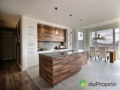 Mix of materials. Bungalow for sale 35 Rue du Diamant - Bromont Kitchen Dinning Room, Kitchen Decor, Kitchen Design, Decor Interior Design, Interior Decorating, Kitchen Diner Extension, Bungalows For Sale, Kitchen Furniture, Home Kitchens
