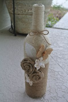 Rustic decorated wine bottle, twine wrapped wine bottle, burlap wine bottle, country decorated wine bottle by CreationsByBingBong on Etsy Twine Wine Bottles, Twine Wrapped Bottles, Liquor Bottle Crafts, Recycled Wine Bottles, Wine Bottle Art, Painted Wine Bottles, Diy Bottle, Decorated Bottles, Wine Corks