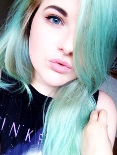 Mint green, pastel hair color for fair skin. Blue eyes, pink lips. | miissmadhatter