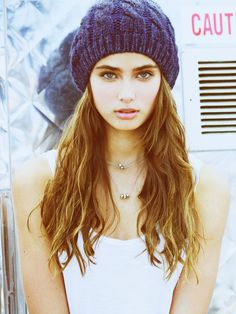 ((taylor hill)) so my name's Annalise but call me Nali ( like nah-lee). I'm 17 and single. If you want to get to know me, make an effort and maybe I'll open up.